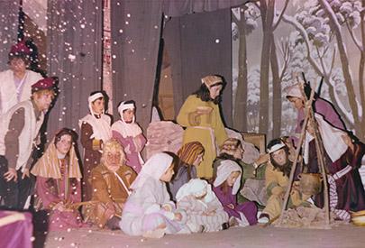 El bosc nevat; a l'esquerra, Joan Mulet, Rovelló, Josep M Rota (pare), Lluquet, Mª Teresa Valls, Isabeló, Josep M Rota (fill) El Pastoret i Àngel Martínez, Getsé.