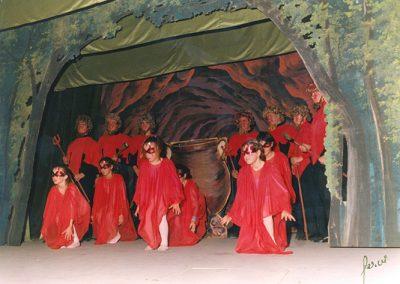 Les calderes d'en Pere Botero, amb les Fúries i el ballet de dimonis, a la temporada 81-82. La caldera també era plana i s'obria en forma de tisora.